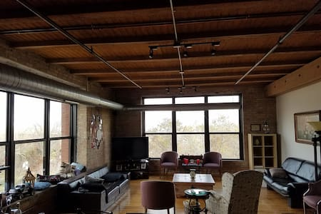 Beautiful loft, 10min to downtown pink line acces - Chicago