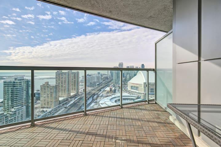 Large Beautiful Core Downtn 1+Studio Apt CN View