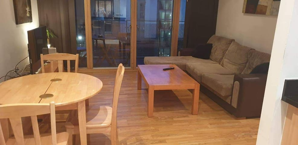 Double Bed in the Heart of Dublin City - IFSC