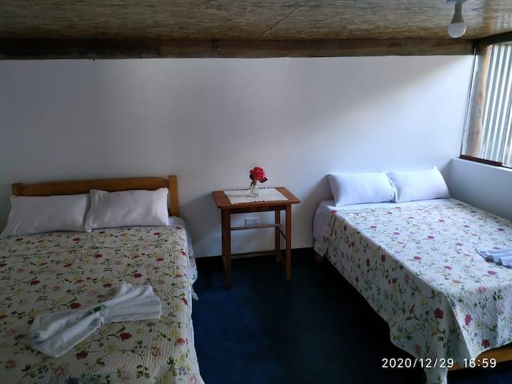 Frankfurter Hof,cuarto amplio con baño 2-4personas