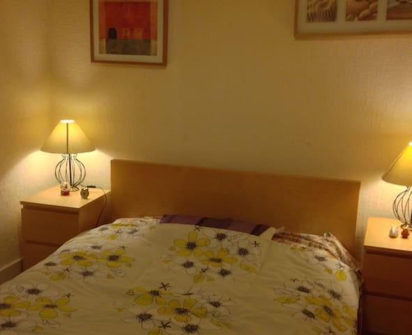 Nice bedroom in the city centre - Aberdeen