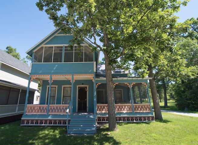Thousand Island Park Victorian Cottage -