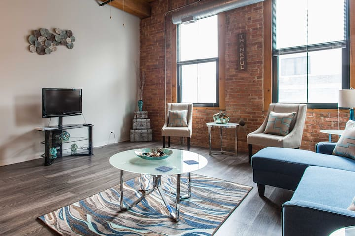*COOL South Loop Loft 5 min to Downtown/McCormick