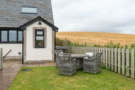 Daisy Cottage - With private Hot Tub