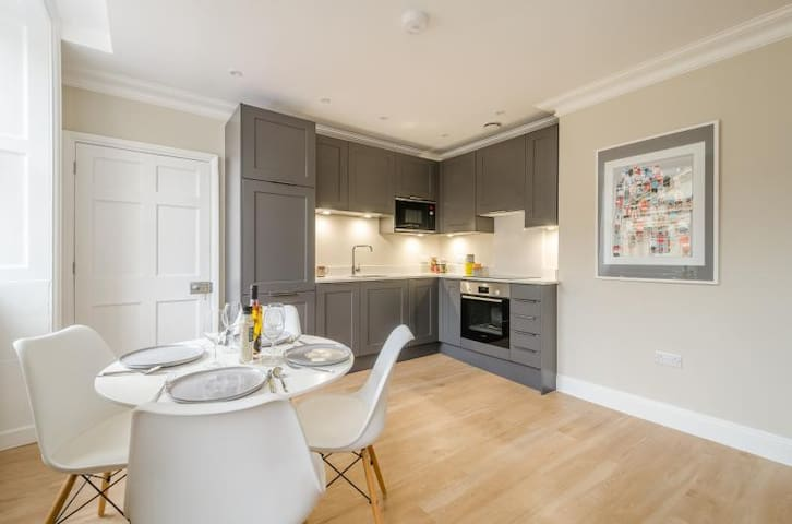Stunning City Centre Apartment on Milsom Street
