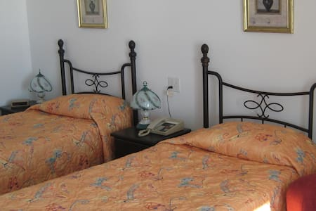 Sdudio with two single beds - Sainte-Anne-de-Beaupré