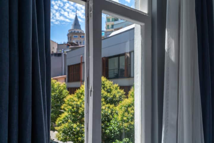 Sunny and charming Apartment with Galata View