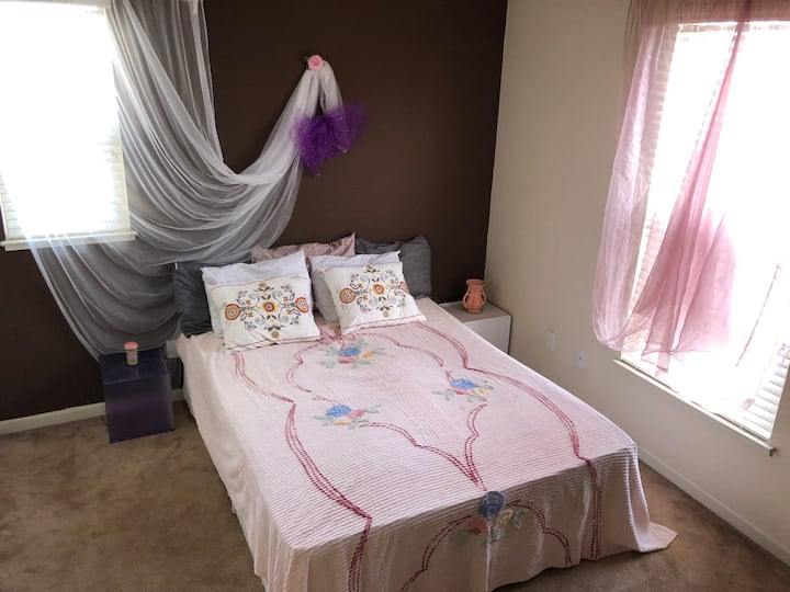 Nice bedroom in Safety house