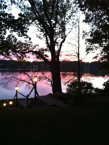 Come Stay At Our Quiet Lakefront Cottage