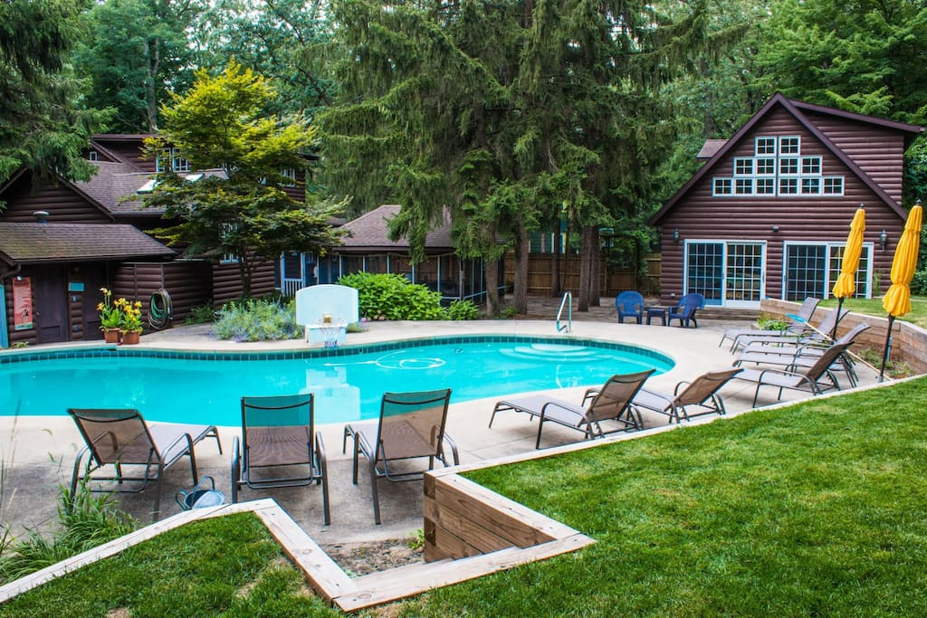 Fourth coast pool house houses for rent in michiana for Pool show michigan