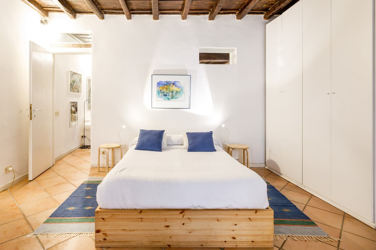 Feel Authentic Rome in a Unique Flat