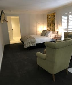 The Studio at PYM23 -for 2 in the heart Millthorpe - Millthorpe