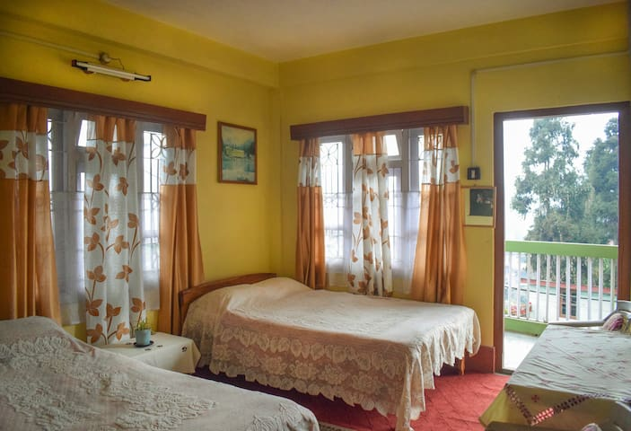 Haamro Ghar Shared Apartment, Mirik- Family Room