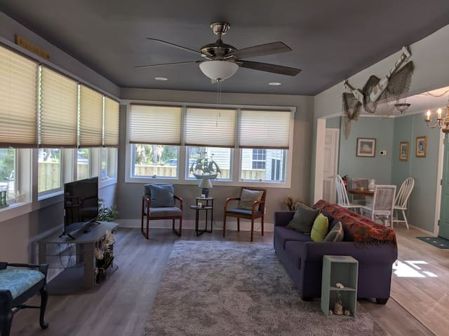 Huge freshly painted living room with smart tv.  Very beachy decor..