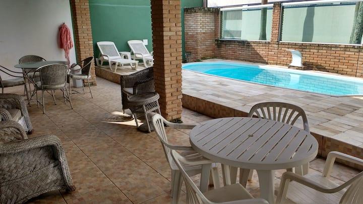 casa martim de sá 3 dorm. piscina pé na areia osv.