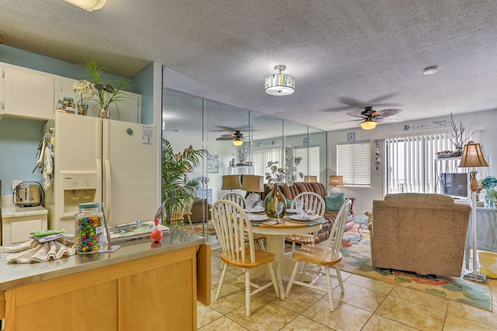 This beautifully decorated condo offers accommodation for 6 guests.