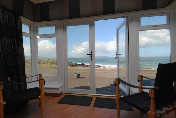 Causeway Coast Rentals - Strand View Cottage