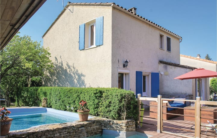 Nice home in St Paul Trois Châteaux with WiFi and 4 Bedrooms
