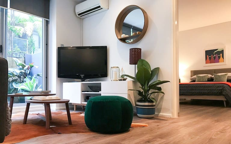 Modern, spacious apartment with outdoor courtyard - Surry Hills - Departamento