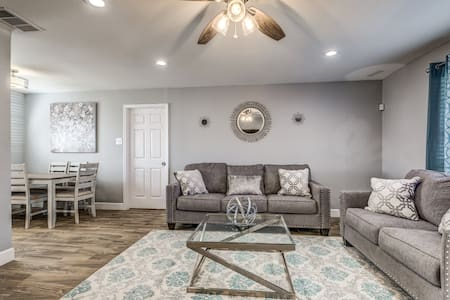 Quaint Home - Near Lackland (BMTs) & Seaworld