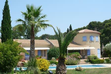Chambre d'hôtes de 25m2 dans magnifique propriété - Roquevaire