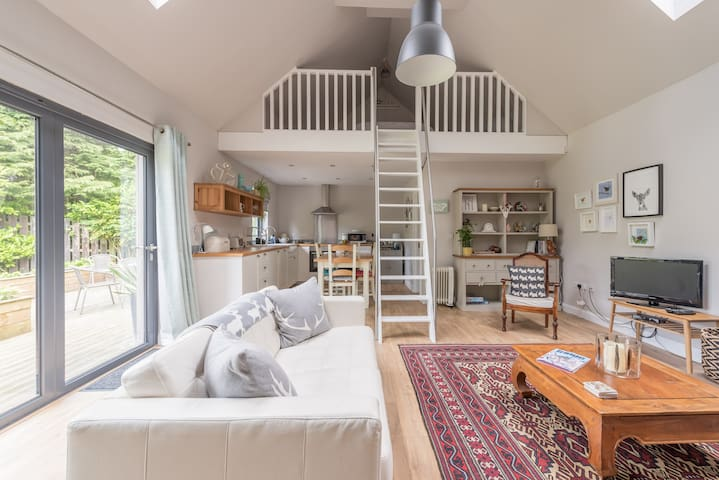 Beautiful Scandi style cottage close to Edinburgh