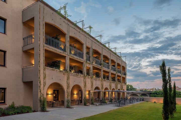 Bon Rapport-Qualité! Chambre Cosy Près du Centre Ville | Wi-Fi Gratuit + Vue Cité Médiévale avec Terrasse