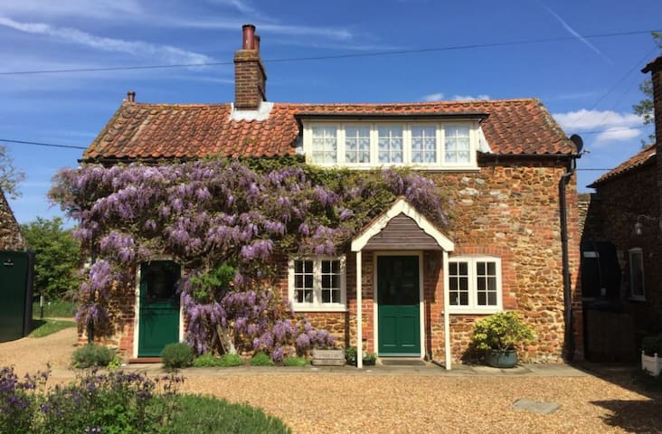 Beach Cottage - Visit England 4 Star Gold Award