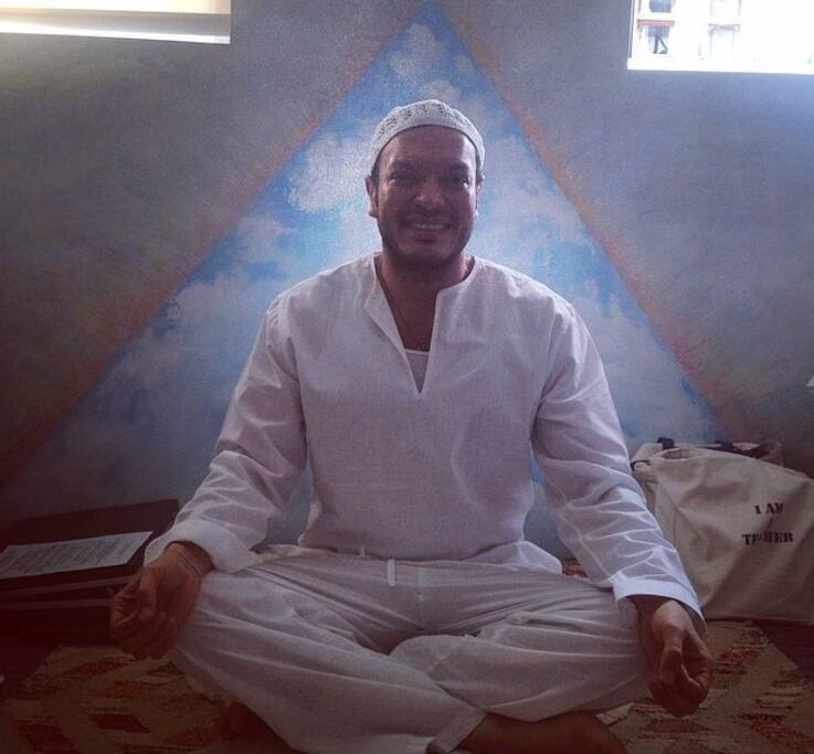 Stay with a Kundalini Yoga Master.  Free class for a minimum 5 days stay.