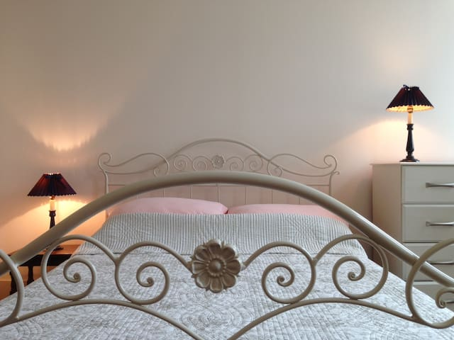 Lovely room in old town house in centre Mirambeau