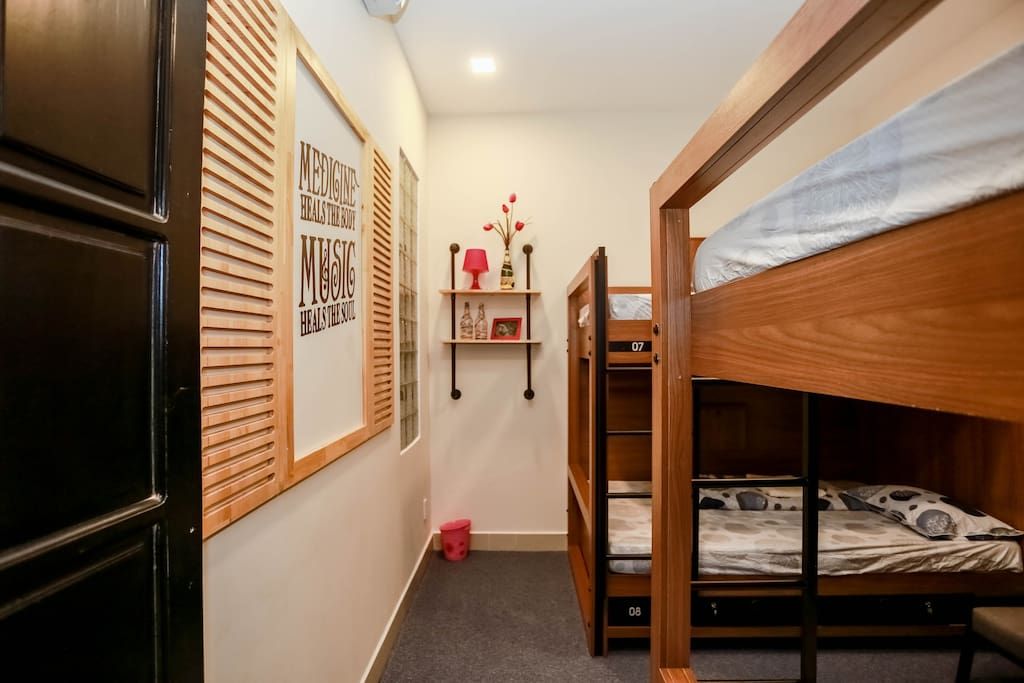 Our cozy Mosby room: 4 beds-dorm shared bathroom!