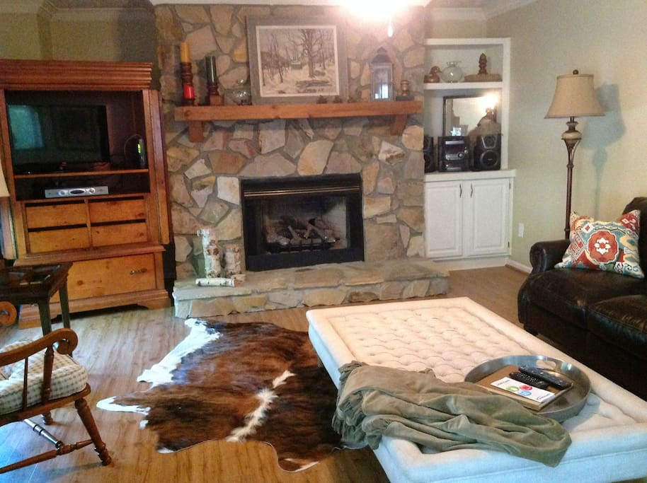 Comfy oversized leather sofa and chair; gas fireplace; cable TV; Roku