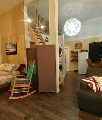 Cozy Guest Suite, B&B, Separate Entrance.