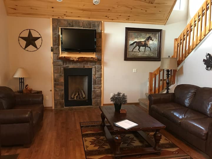 Relaxing two story cabin with private hot tub!