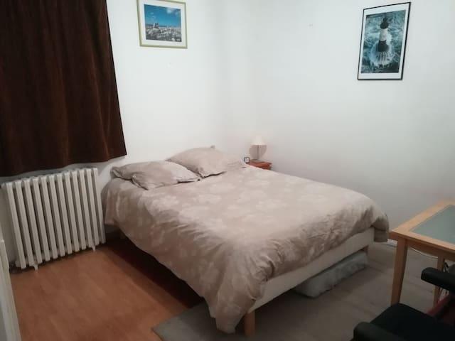 Chambre dans appartement 75m2 proche forêt et gare