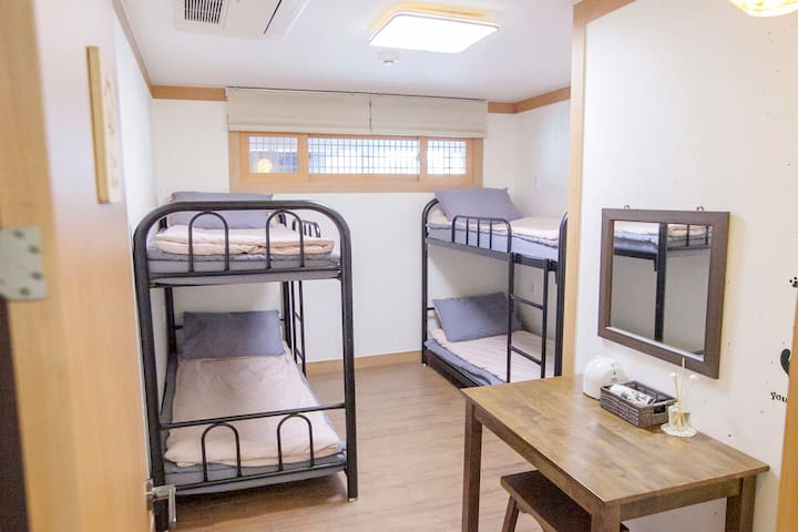 Hongdae(4-bed Female Domitory) / Free Breakfast