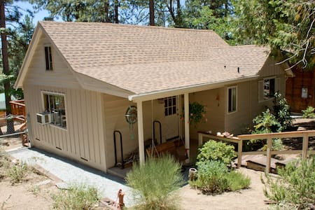 1 bedroom with loft. 2 baths Dog friendly! - Idyllwild-Pine Cove - Hus
