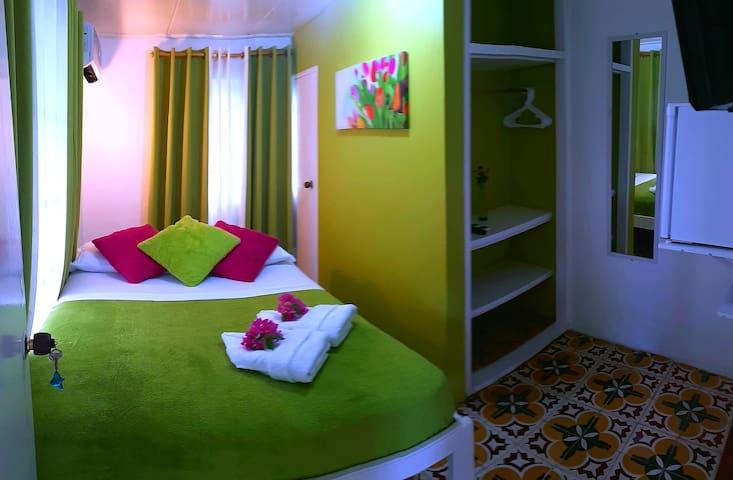 Colorful Garden House-LOVELY COSY, EQUIPPED ROOM1