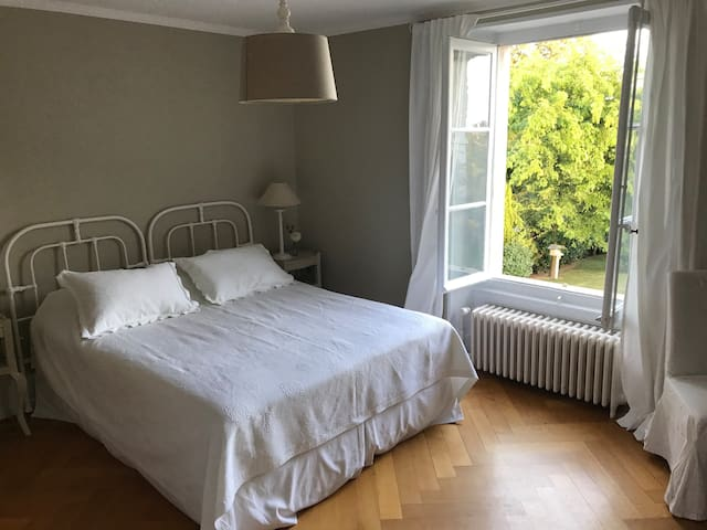 Large refurbished Room- Lake view&Park in St Prex