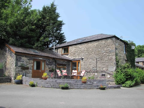 Hafan Cottage at Bryn Llys, doorstep to Snowdonia