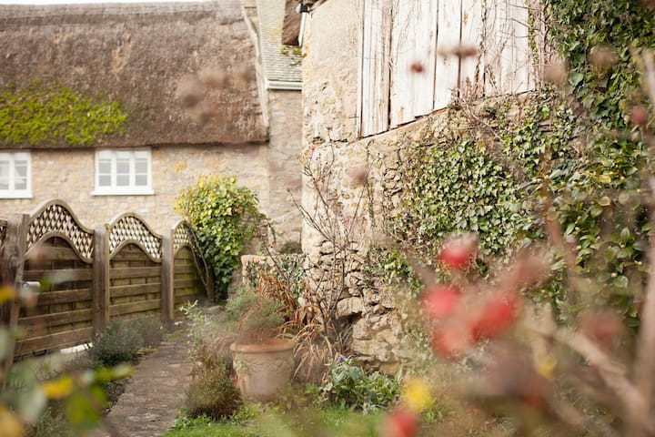 Charming cottage in the heart of Burton Bradstock - Burton Bradstock - Diğer