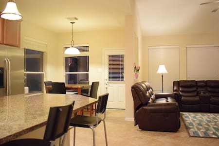 2 Story Home by IAH, 15mins from downtown Houston - Humble - Haus