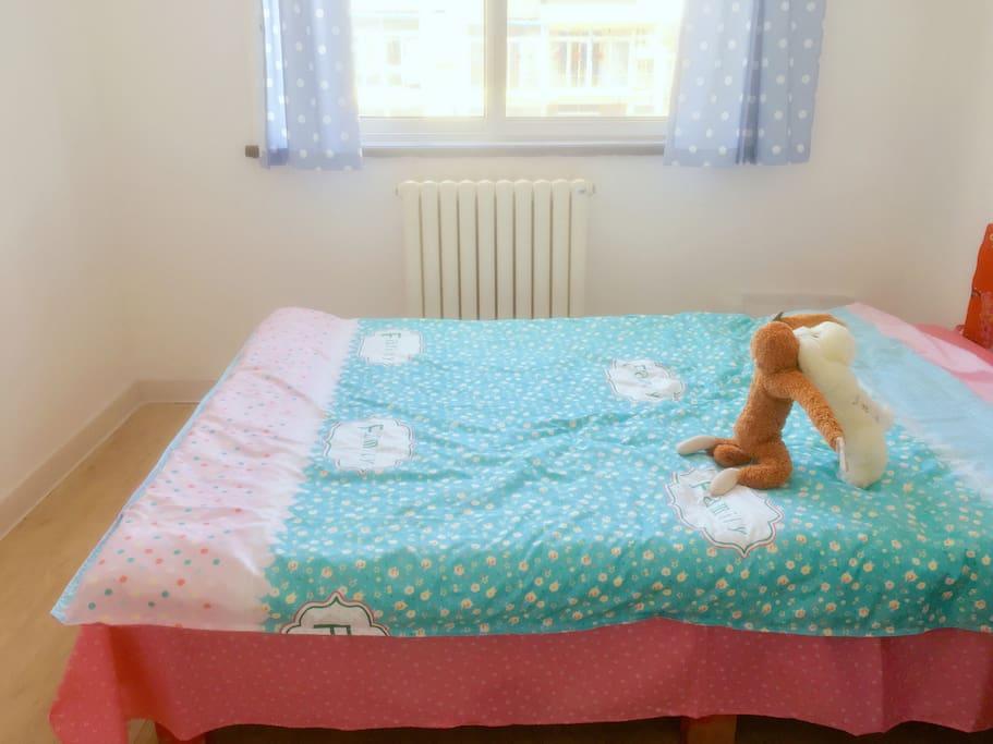 1.5米小双人床,挤挤更温暖,呵呵
