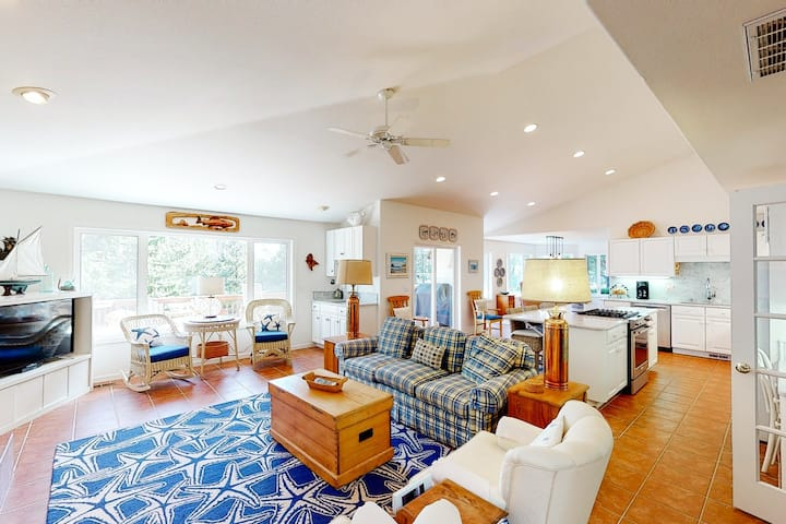 Friendly home with gas fireplace, private gas grill, & deck - walk to the beach!