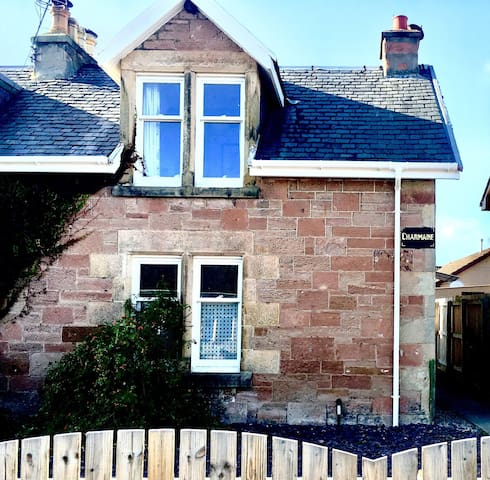 Charmaine- central, traditional, stone built home