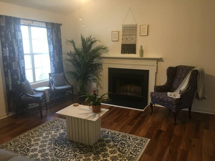 DURHAM DELIGHT: Your Peaceful Home Near Everything