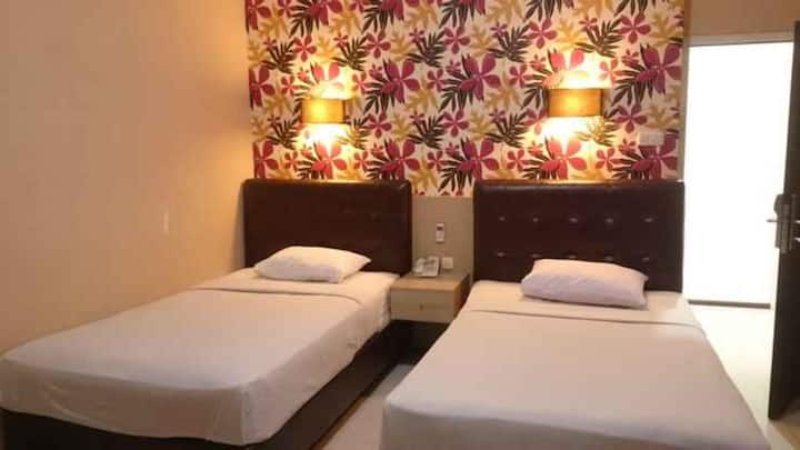 Comfortable Room with Twin Beds at Hotel Segiri