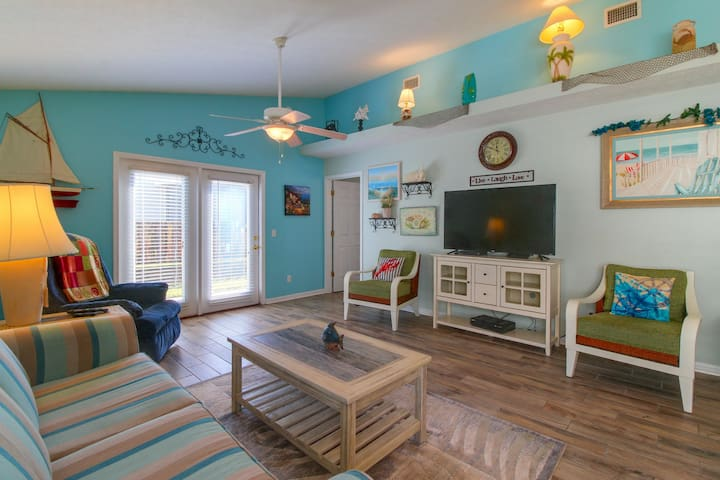 Family-friendly getaway close to the beach w/ furnished porch & shared pools