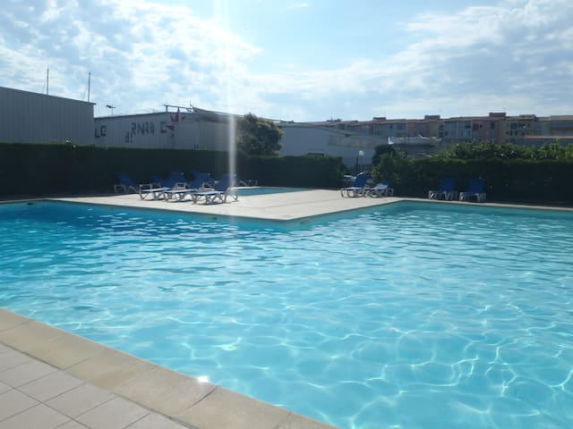 Cap d'Agde, 5 pers., PKG, Piscine, 100m. plage
