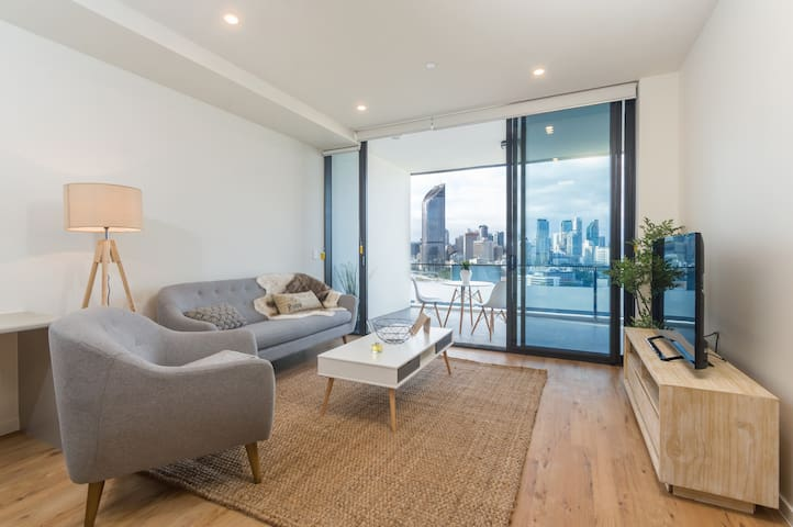 Southbank 1 br Penthouse with City and Water Views - South Brisbane - Appartement
